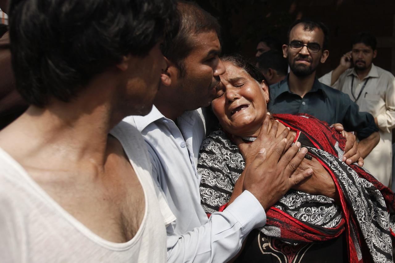 A Christian woman mourns the death of her son at the site of a suicide blast at a church in Peshawar September 22, 2013. A pair of suicide bombers blew themselves up outside the church in the Pakistani city of Peshawar, killing 40 people after Sunday mass, security officials said. REUTERS/Fayaz Aziz (PAKISTAN - Tags: RELIGION CIVIL UNREST)