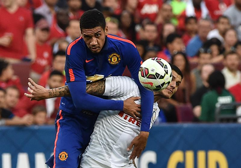 Manchester United's Chris Smalling (L) vies with Inter Milan's Mauro Icardi during a Champions Cup match in Maryland on July 29, 2014