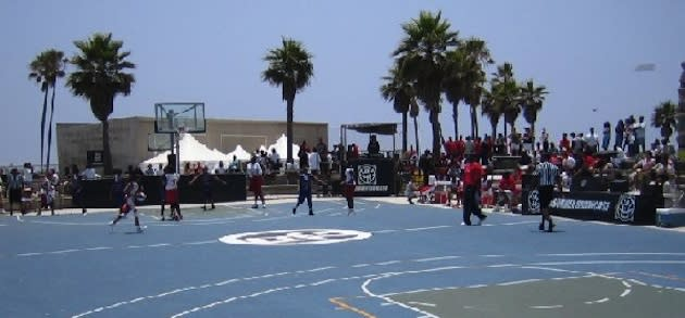 The Venice Beach basketball courts, which will feature a sanctioned game — Hoopedia.NBA.com