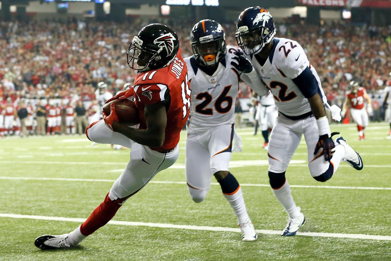 ATLANTA, GA - SEPTEMBER 17:  Wide receiver Julio Jones #11 of the Atlanta Falcons drops a pass in the end zone against the Denver Broncos during a game at the Georgia Dome on September 17, 2012 in Atlanta, Georgia.  (Photo by Kevin C. Cox/Getty Images)