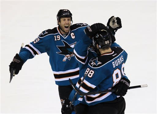 Sharks extend home hex over Capitals with 5-2 win