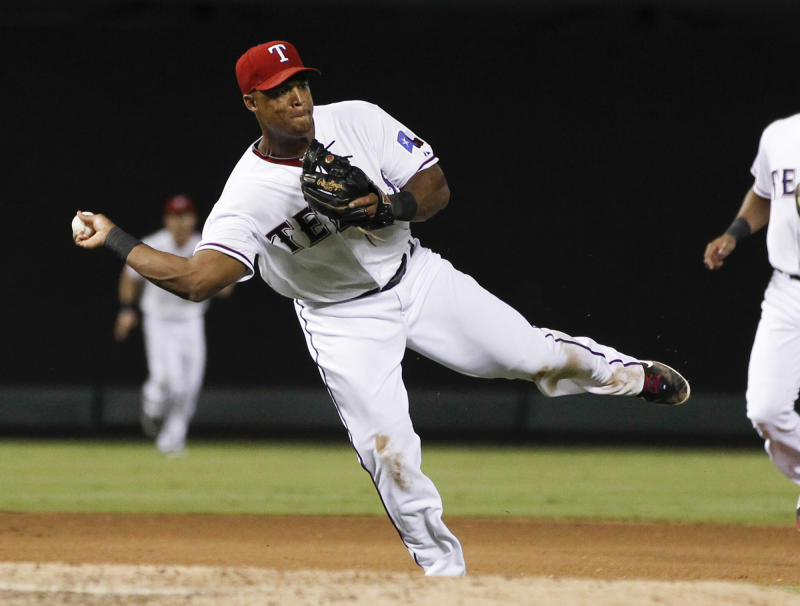 Andrus hits sac fly in 9th as Rangers beat Astros