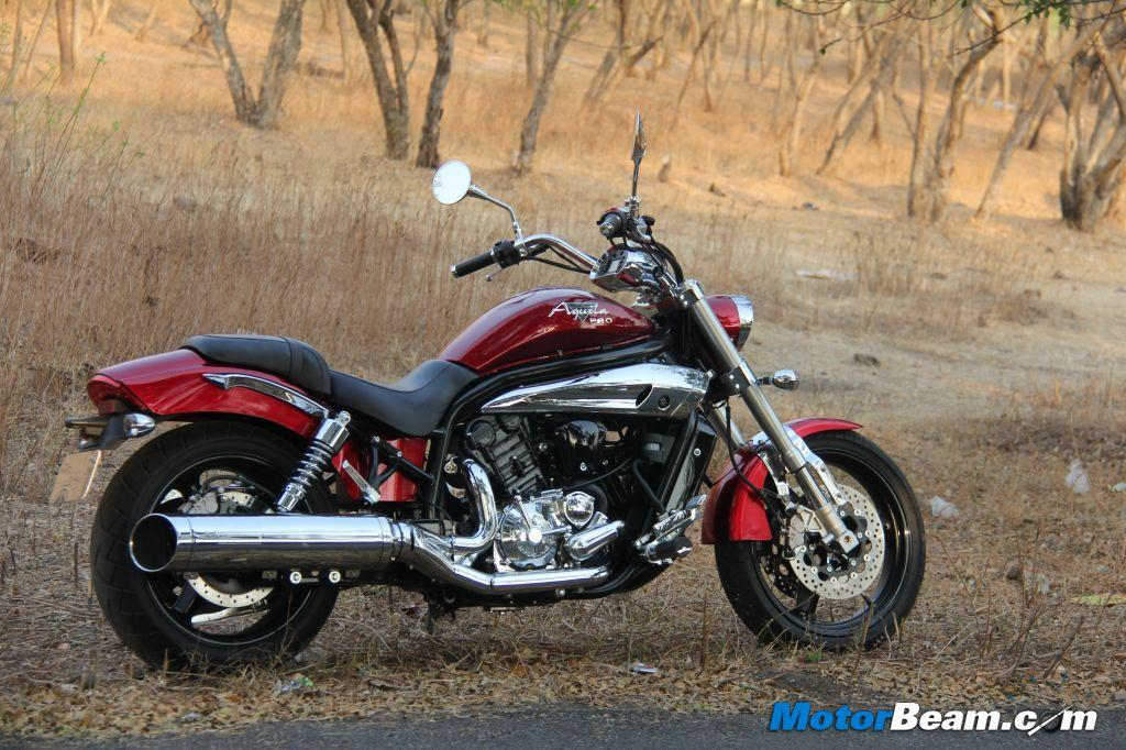 The styling of the Hyosung GV650 is quite spot on with the right dose of chrome being used throughout the motorcycle. The round head light, wide handlebars and long tank are instant hits.