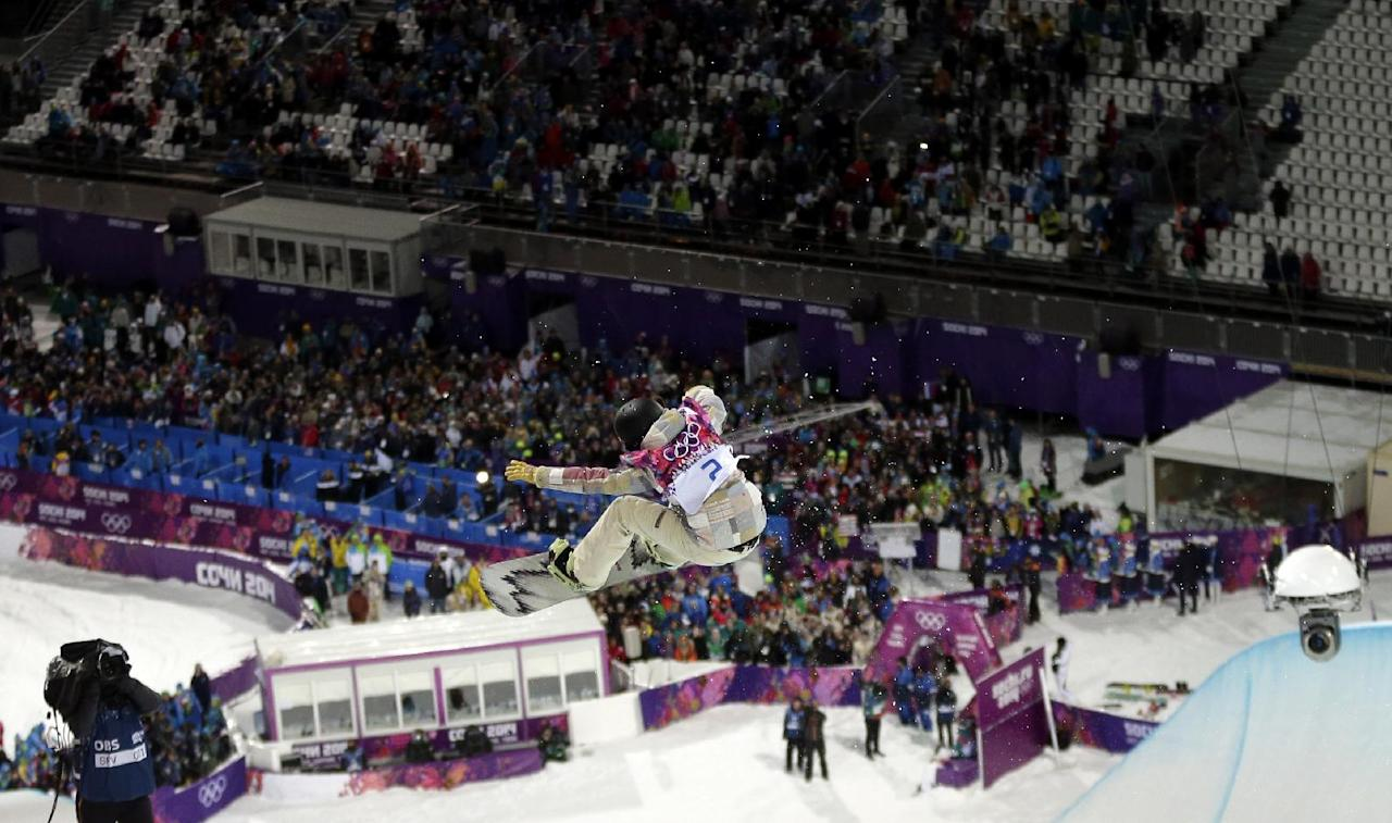 United States' Kelly Clark competes to win the bronze medal in the women's snowboard halfpipe at the Rosa Khutor Extreme Park, at the 2014 Winter Olympics, Wednesday, Feb. 12, 2014, in Krasnaya Polyana, Russia. (AP Photo/Andy Wong)