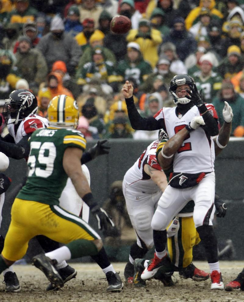 Defense rebounds to keep Packers in playoff chase