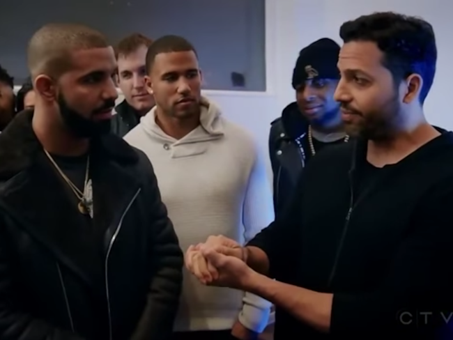 Drake & Steph Curry Have Crazy Reactions to David Blaine's Gross Magic Trick