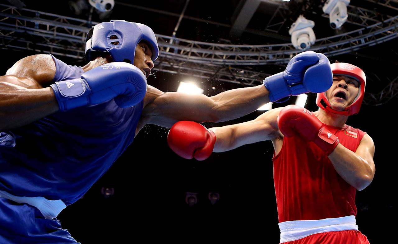 LONDON, ENGLAND - AUGUST 06:  Anthony Joshua of Great Britain (L) in action with Zhilei Zhang of China during the Men's Super Heavy ( 91kg) on Day 10 of the London 2012 Olympic Games at ExCeL on August 6, 2012 in London, England.  (Photo by Scott Heavey/Getty Images)