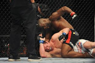 Rashad Evans prevails against Chael Sonnen in their light heavyweight bout during UFC 167. (USA TODAY Sports)