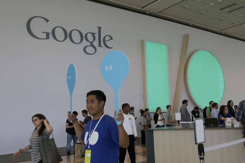 Google shows off Android Auto, wearables