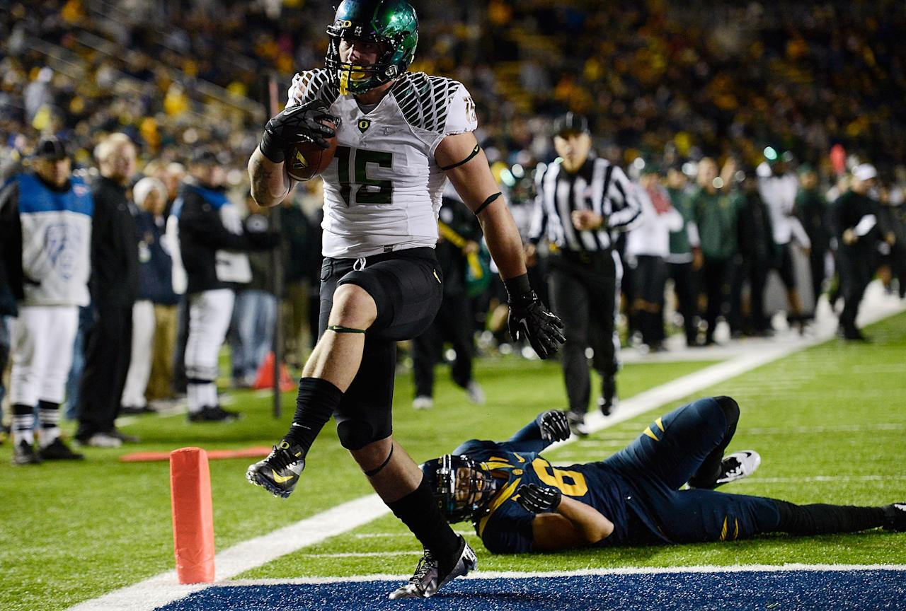BERKELEY, CA - NOVEMBER 10:  Colt Lyeria #15 of the Oregon Ducks runs out of the tackle of Alex Logan #6 of the California Golden Bears and into the endzone for a fourteen-yard touchdown play in the fourth quarter of an NCAA College football game at California Memorial Stadium on November 10, 2012 in Berkeley, California.  (Photo by Thearon W. Henderson/Getty Images)