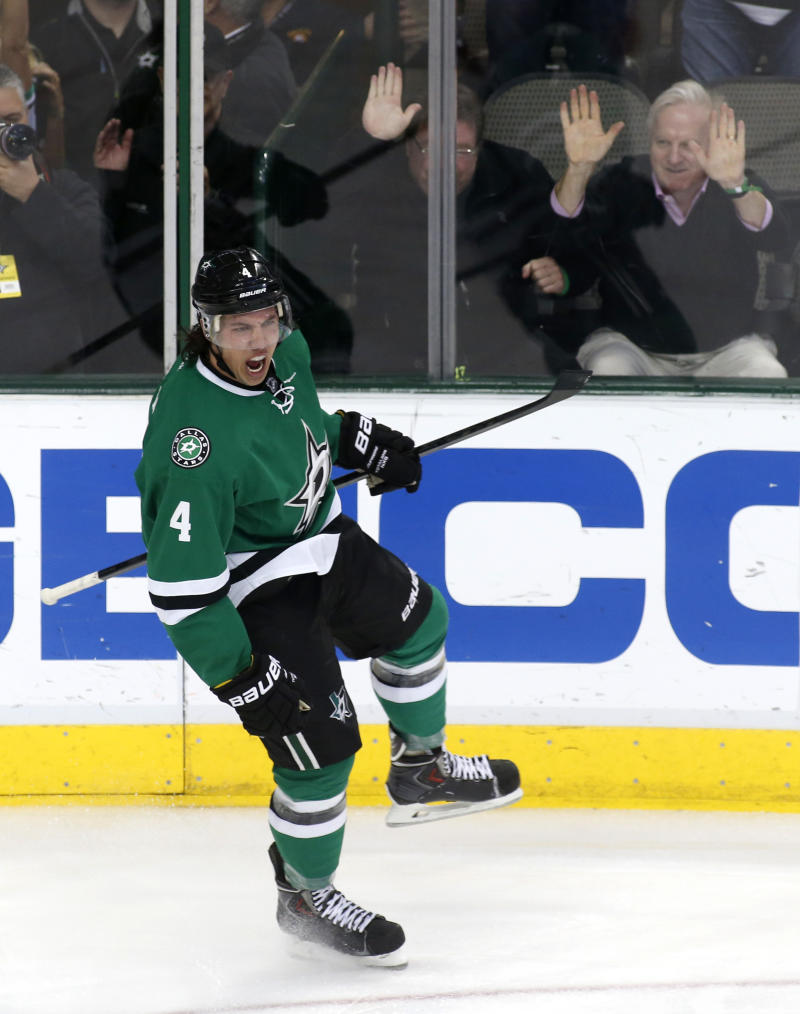 Benn paces Stars to 4-1 win over Hurricanes