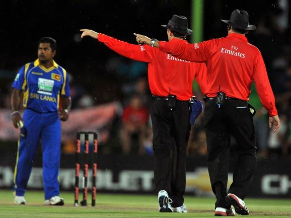 BLOEMFONTEIN, SOUTH AFRICA - JANUARY 17:  The umpires show the players off as the rain stops play during the 3rd One Day International match between South Africa and Sri Lanka at Chevrolet Park on January 17, 2012 in Bloemfontein, South Africa. (Photo by Duif du Toit / Gallo Images/Getty Images)