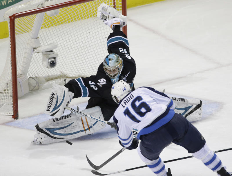 Pavelski's goal leads Sharks to 1-0 win over Jets
