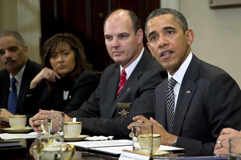 Obama asks police to help pass gun legislation