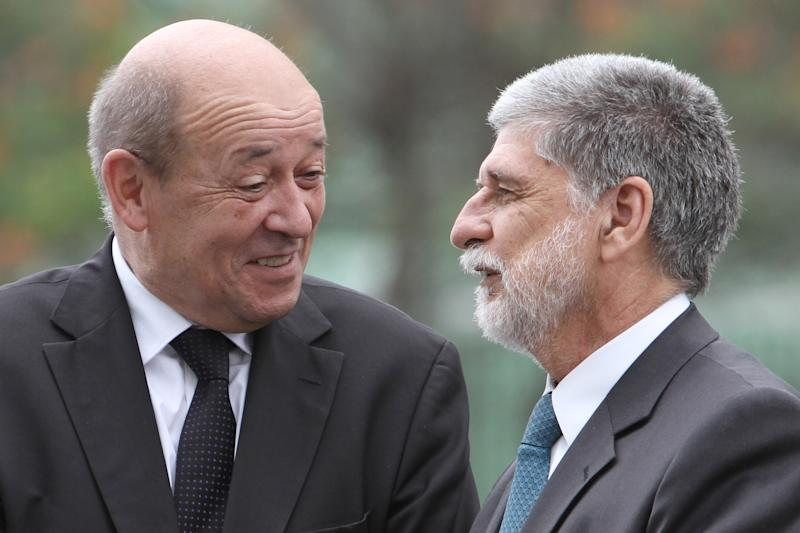 French, Brazilian defense ministers discuss planes