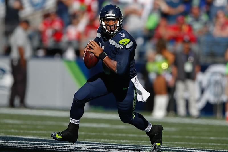 Seahawks QB Russell Wilson Practices With Knee Injury