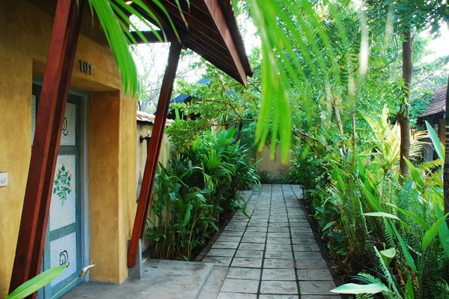 The Jetwing Ayurveda Pavilions- It offers relaxing ayurvedic therapy and yoga sessions, hot oil treatments, herbal soaks, mud wraps and body massages.