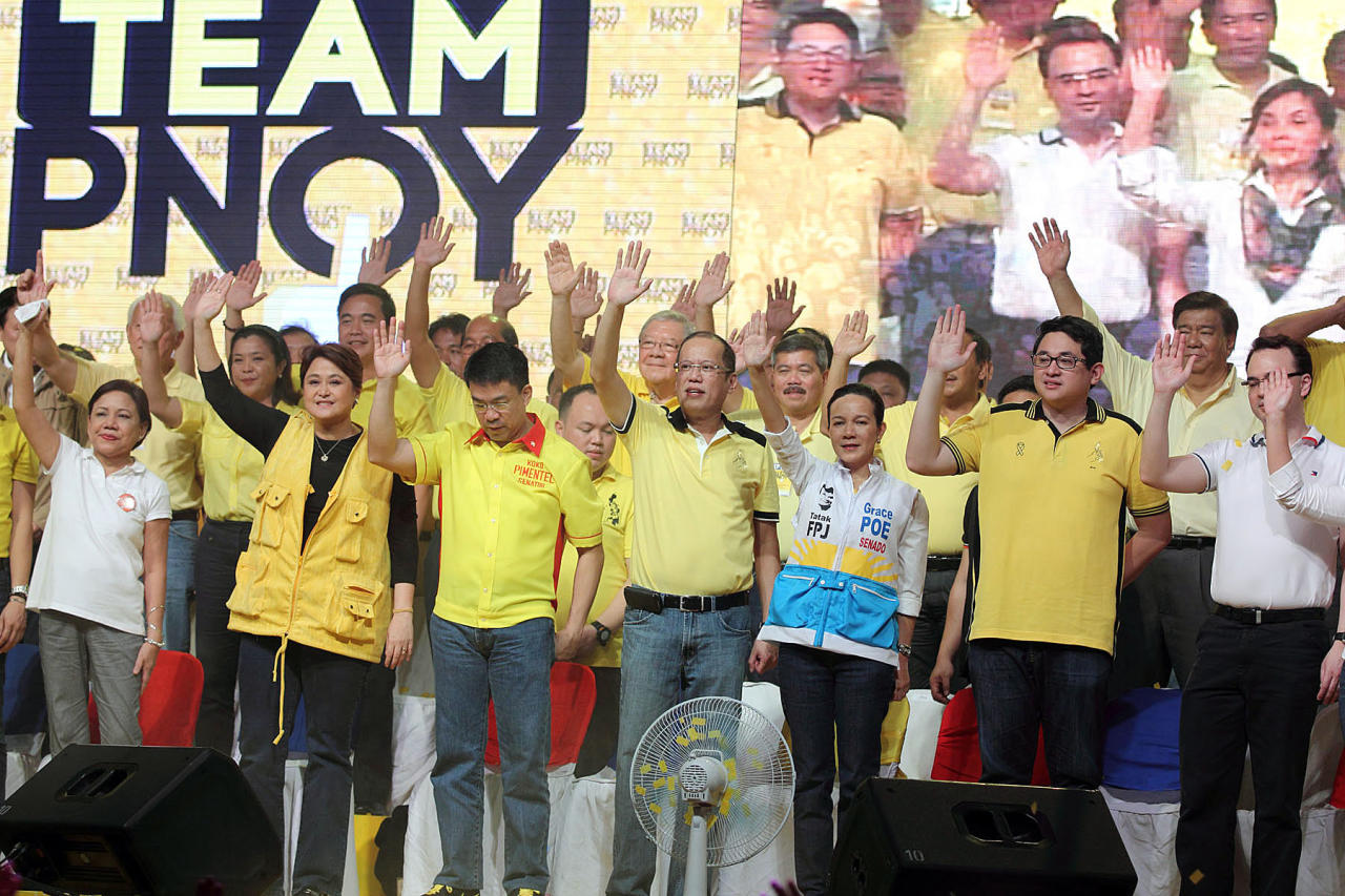 <p>‰President Benigno Aquino III, also Liberal Party (LP) Chairman, with the LP bets for the upcoming 2013 midterm elections, during the LP proclamation rally held at Plaza Miranda infront of the Quiapo Church in Manila, 12 February 2013. Today is the start of the 90-day campaign period given to candidates running for elected positions in the May 13, 2013 elections. (Czeasar Dancel/NPPA Images)</p>