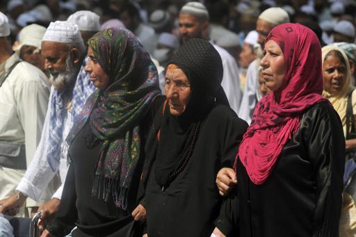 <p>Women arrive to perform the Friday prayer at Mecca's Grand Mosque, on October 11, 2013 as hundreds of thousands of Muslims pour into the holy city for the annual hajj pilgrimage</p>