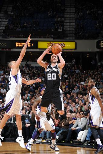 Spurs beat Kings for 6th straight victory