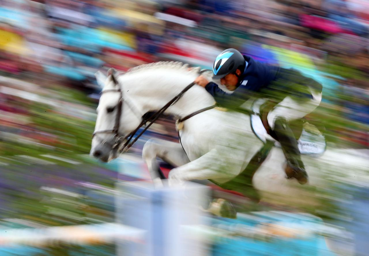 Alejandro Madorno of Argentina riding Milano de Flore competes in the 1st Qualifier of Individual Jumping on Day 8 of the London 2012 Olympic Games at Greenwich Park on August 4, 2012 in London, England.  (Photo by Alex Livesey/Getty Images)