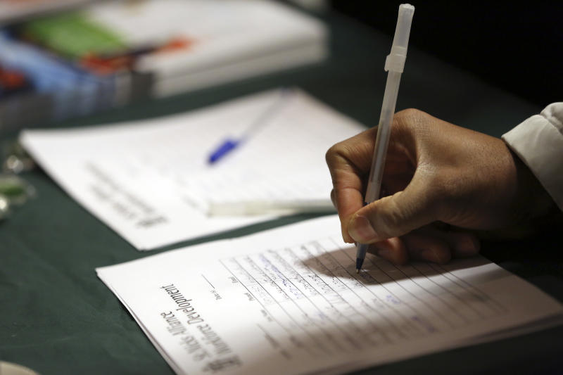 US unemployment aid applications tick up to 371K
