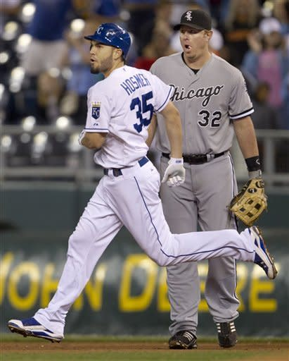 White Sox miss chances, beaten in 9th by Royals