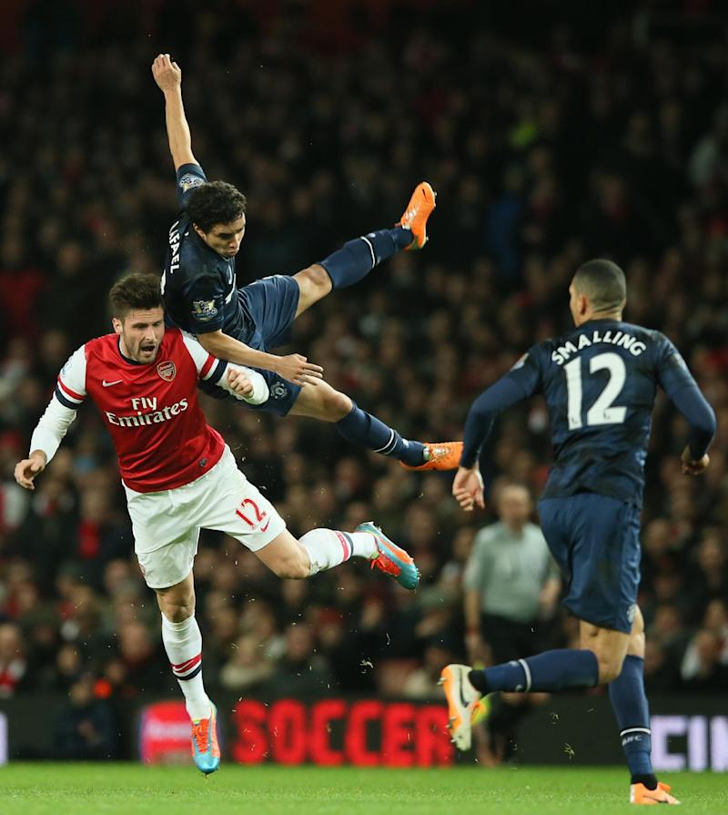 Arsenal misses chance to go top in EPL