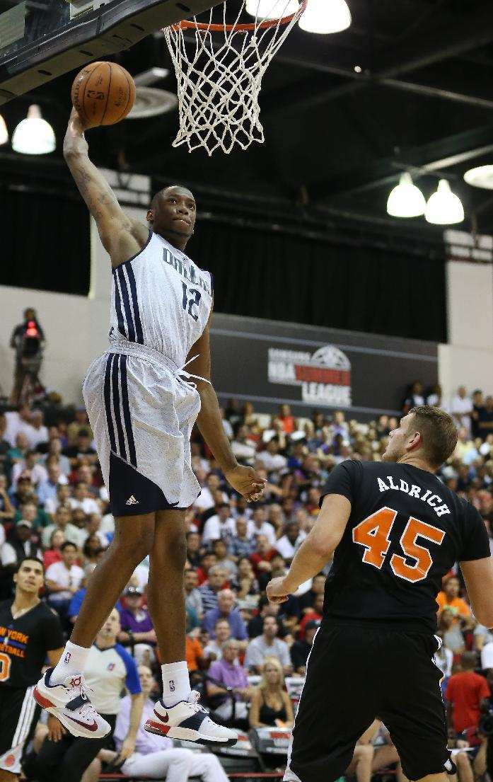 Dallas Mavericks' Eric Griffin dunks the ball against the New York Knicks in an NBA summer league basketball game Friday, July 11, 2014, in Las Vegas