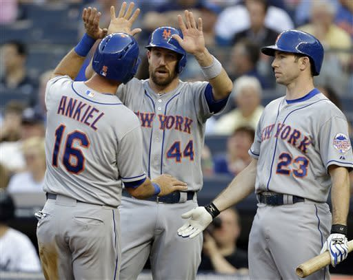 Mets answer challenge and beat Yankees again, 9-4