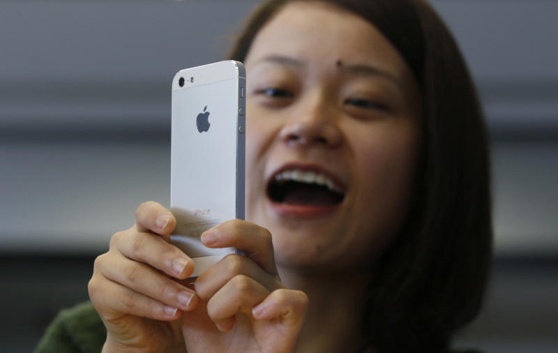 Review: iPhone evolves into jewel-like '5'
