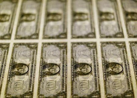 U.S. dollar gains vs. yen, euro with outlook seen positive still