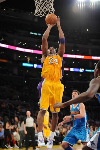 Lakers beat Hornets 88-85 on Bryant's late 3