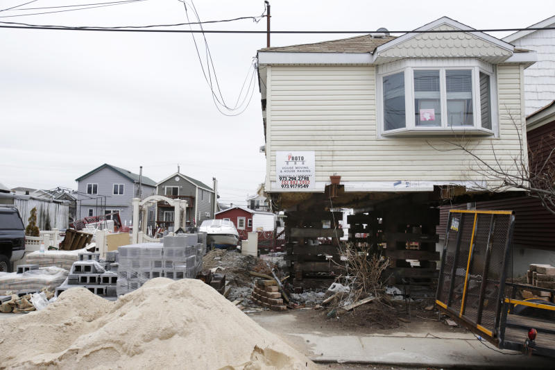 Lawmakers push to delay huge flood insurance hikes