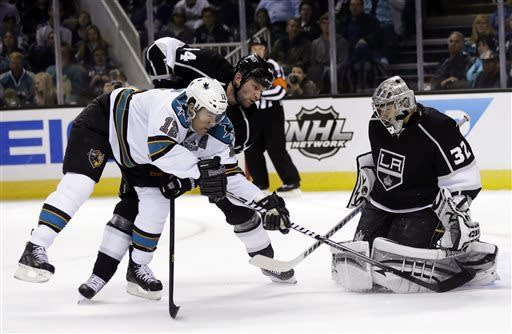 Torres' goal gives Sharks 3-2 SO win over Kings