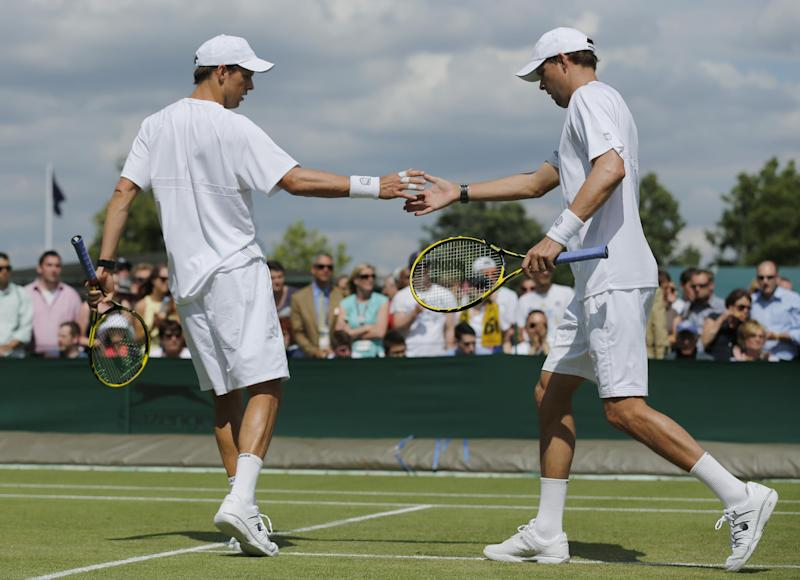 Bryan brothers back in doubles final at Wimbledon