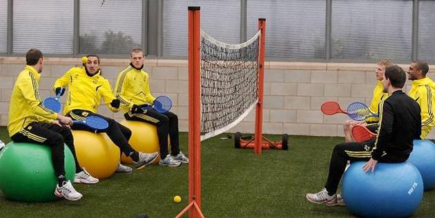 """""""We're all clear on the rules, right? No double bounces or inviting Pepe Reina."""" (mirrorfootball.co.uk)"""