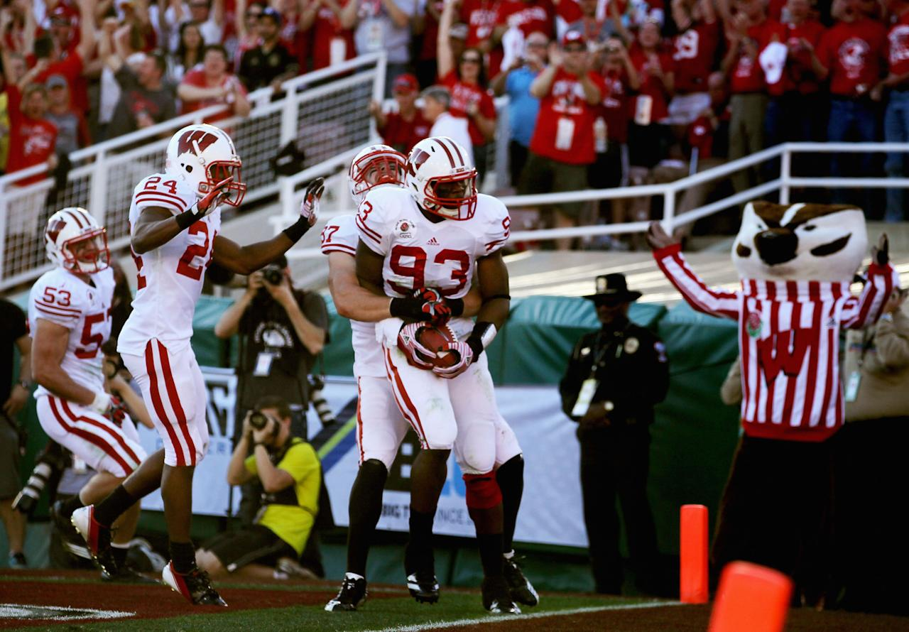 PASADENA, CA - JANUARY 02:  Defensive lineman Louis Nzegwu #93 of the Wisconsin Badgers returns a fumble by Darron Thomas #5 of the Oregon Ducks for a 33-yards and a touchdown in the second quarter at the 98th Rose Bowl Game on January 2, 2012 in Pasadena, California.  (Photo by Jeff Gross/Getty Images)