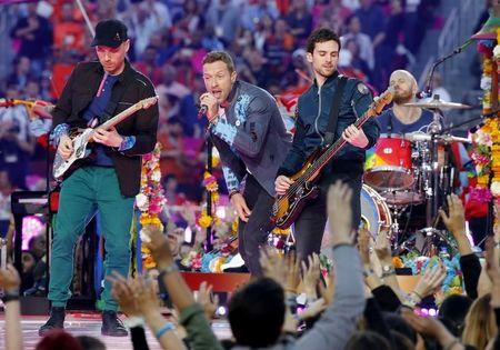 Coldplay se apresenta no Super Bowl em Santa Clara.  7/2/2016.      REUTERS/Mike Blake