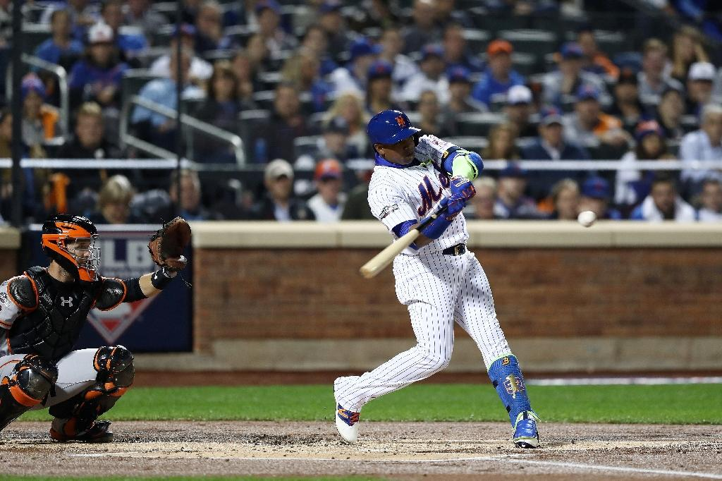 Yoenis Cespedes of the New York Mets bats against the San Francisco Giants in the first inning during their National League Wild Card game at Citi Field on October 5, 2016 in New York City (AFP Photo/ELSA)