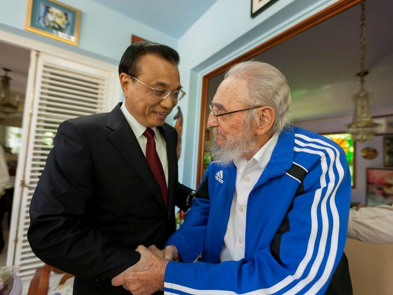 Cuba's former President Fidel Castro (R) and Chinese Premier Li Keqiang meet in Havana, Cuba, September 25, 2016, in this handout photo provided by Cubadebate. Alex Castro/Courtesy of Cubadebate/Handout via REUTERS    ATTENTION EDITORS - THIS PICTURE WAS PROVIDED BY A THIRD PARTY. FOR EDITORIAL USE ONLY.     TPX IMAGES OF THE DAY