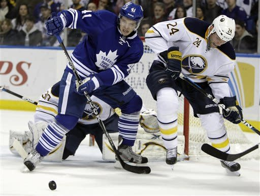 Sabres hang on for 3-2 win over Maple Leafs