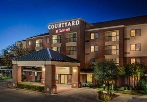 Football Packages Offer Savings at Popular Hotels Near Cowboys Stadium