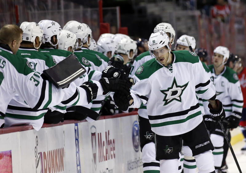 Stars rout Capitals 5-0 to maintain playoff push