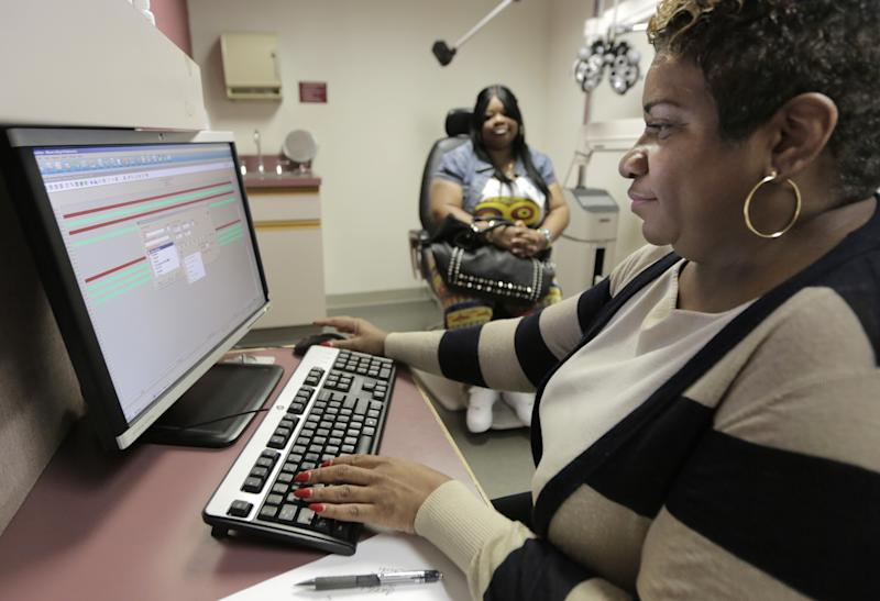Groups race to hire, train 'Obamacare' guides