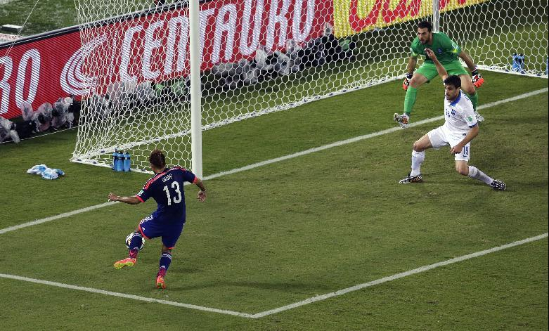Japan's Yoshito Okubo fails to score during the group C World Cup soccer match between Japan and Greece at the Arena das Dunas in Natal, Brazil, Thursday, June 19, 2014. (AP Photo/Hassan Ammar)