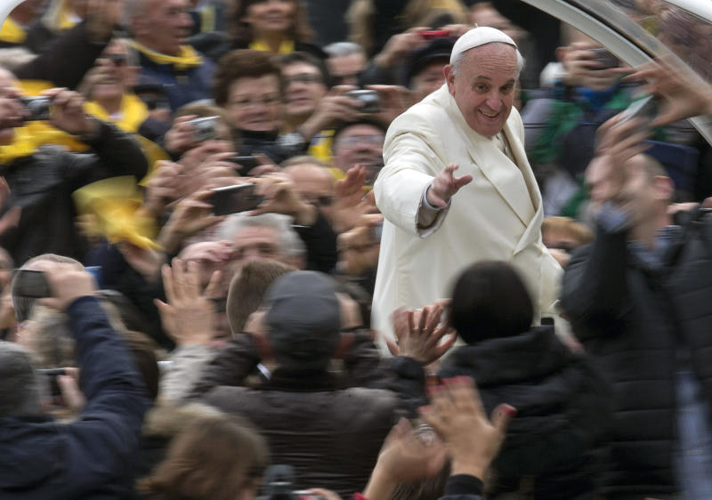 Pope: Internet is a 'gift from God' for dialogue