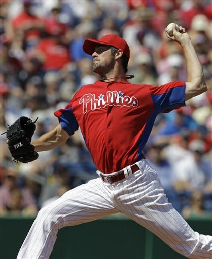 Hamels sharp as Phillies beat Pirates