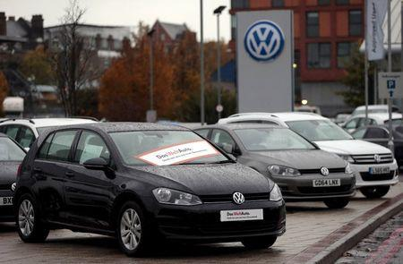 Volkswagen, dealers reach tentative deal in cheating scandal