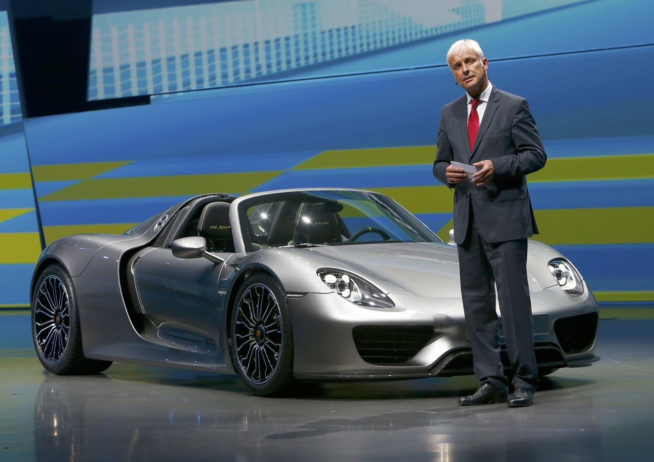 Porsche CEO, Matthias Mueller presents the new Porsche 918 Spyder hybrid car at the Volkswagen group night at the Frankfurt motor show September 9, 2013. The world's biggest auto show is open to the public September 14 -22. REUTERS/Ralph Orlowski (GERMANY - Tags: BUSINESS TRANSPORT)